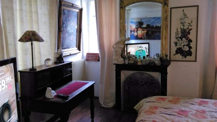 grande chambre chez l'Artiste peintre !