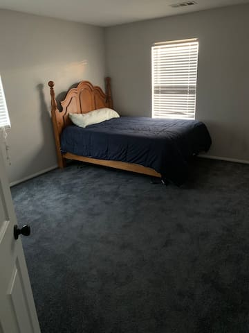 Private Room, w/closet&bed for short or long stay