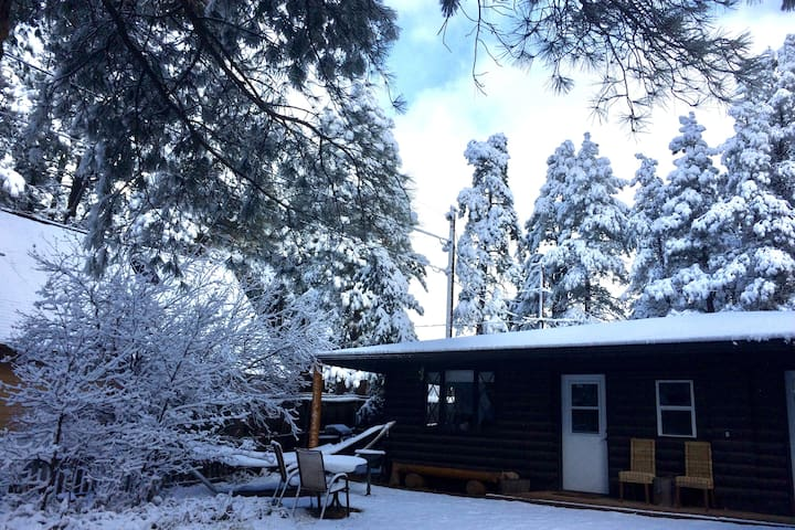 🌲Price reduced! hot tub/fire/dogs/cook/game room