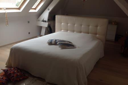 Mooie rustige kamers op 500 M van de Schorre - Boom - Casa