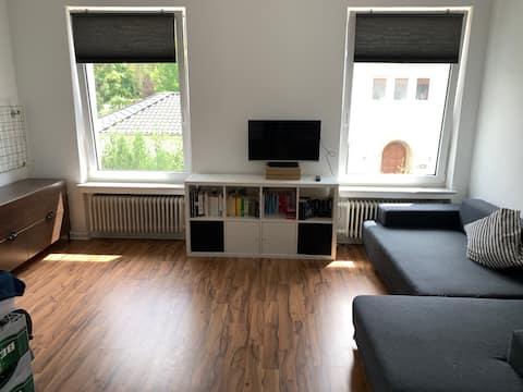 1 Zimmerraum mit eigenem Bad&Küche in der City