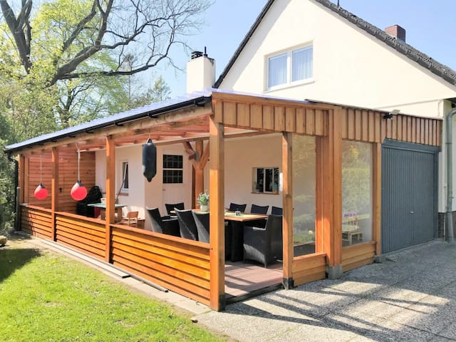 Spacious and bright house with lovely garden and bbq