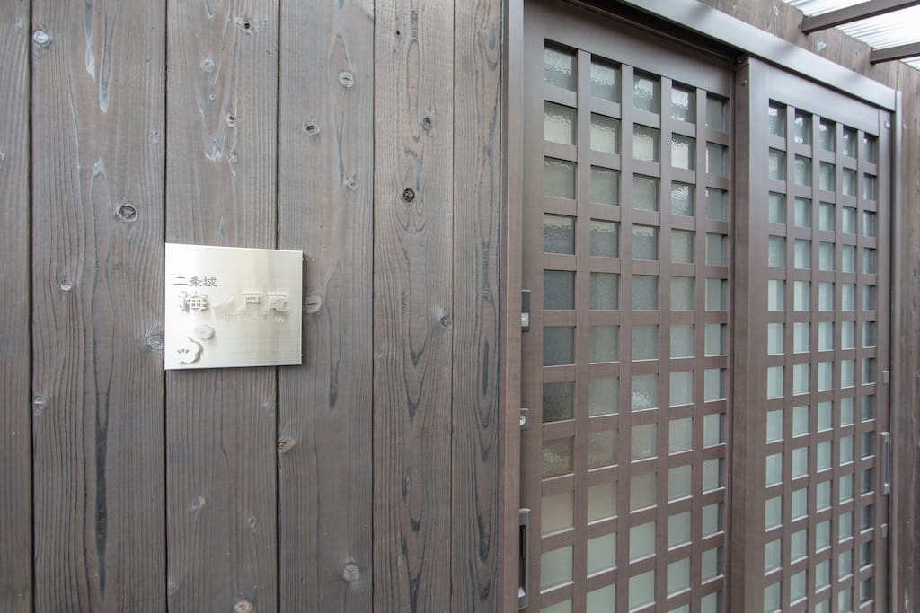 This is a very Japanese style door.