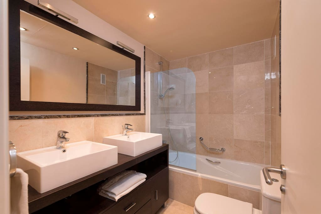 Large bathroom, ensuite to the main bedroom