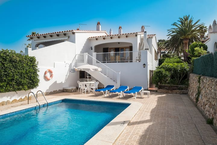 With sea view and pool - Villa Llevant