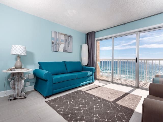 7th Floor Cozy Condo w/ Steps From The Beach, Convenient To Shopping