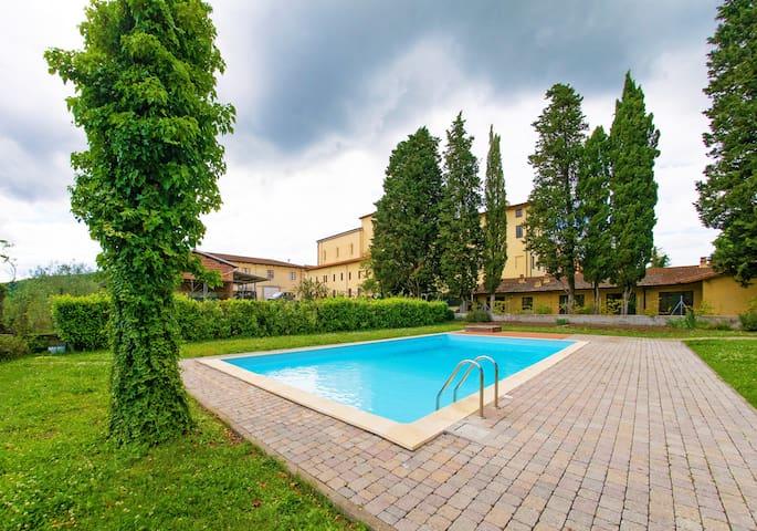 Residence La Poggerina, on Chianti Hills (Apt.2)