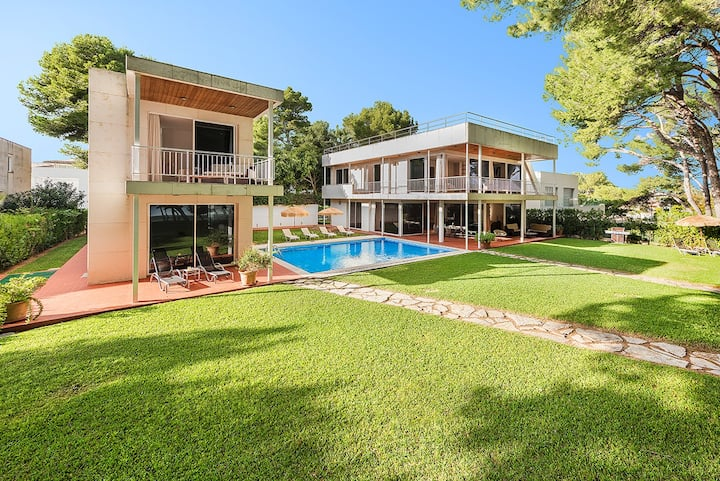 Beachfront Villa 12 Guests - Flexible Cancellation