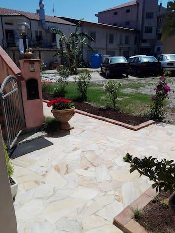 Appartamento a pochi metri dal mare - Santa Domenica - Apartemen