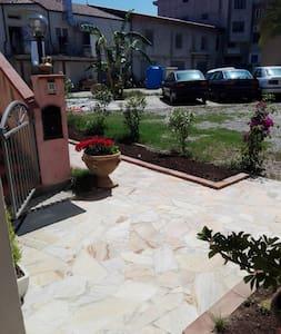 Appartamento a pochi metri dal mare - Santa Domenica - Leilighet