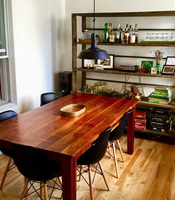Sunny dining room / Salle à manger lumineuse