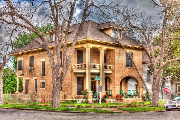 Texas Special - The Katy House B&B