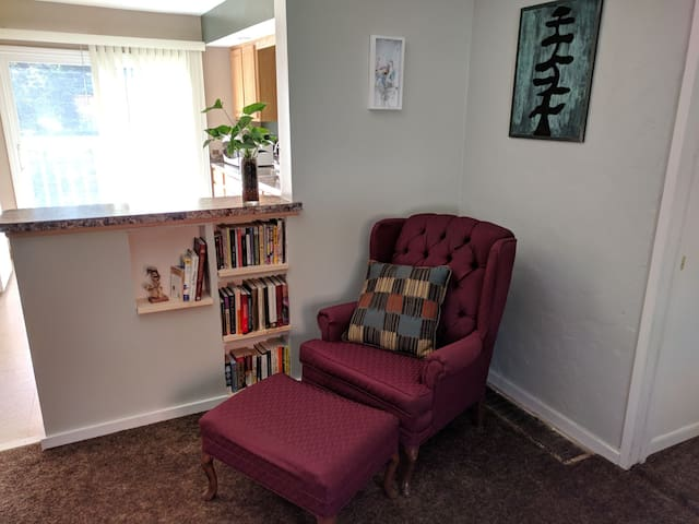 Cozy Old Town Apartment! Short drive to MSU!