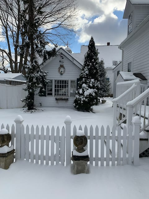 Private cottage green friendly and pet friendly