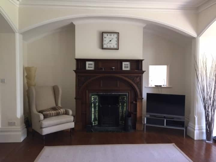 Beautiful garden apartment close to The Leas