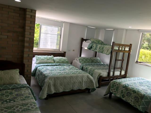 5th Bedroom (1st Floor) Habitación 5 (Piso 1) Accessible - Accesible