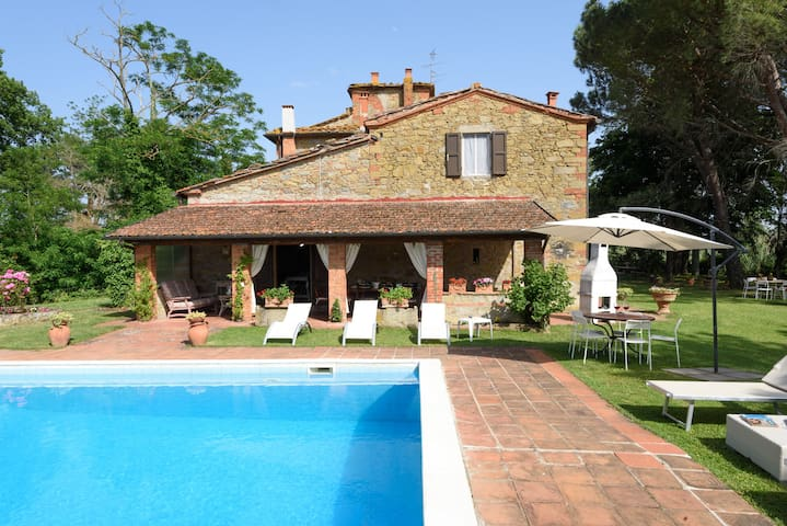 Stone farmhouse 16th century with private pool