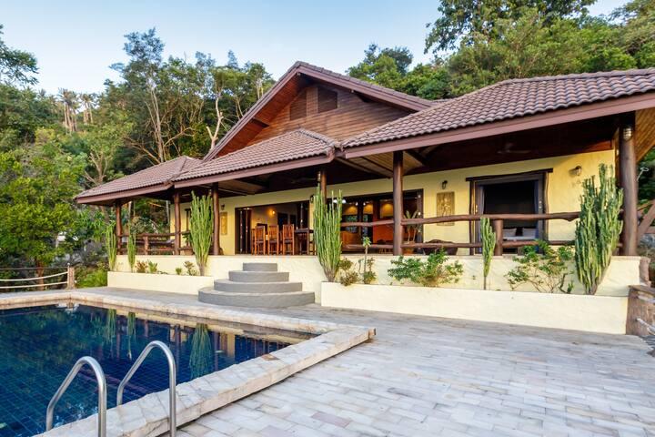 4 Bedroom villa with stunning sea view