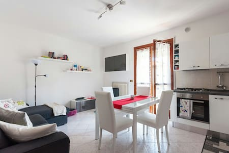 Private bedroom in nice apartment, near Padova - Selvazzano Dentro - Apartemen