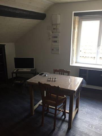 Studio cosy entièrement neuf idéalement placé