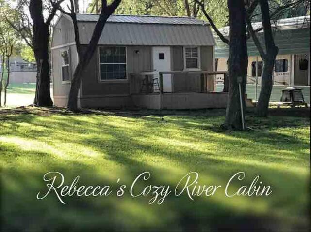 Rebecca's cozy river cabin