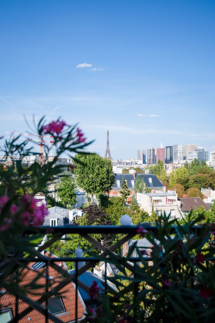 Romantic apartment w terrace, Eiffel Tower view