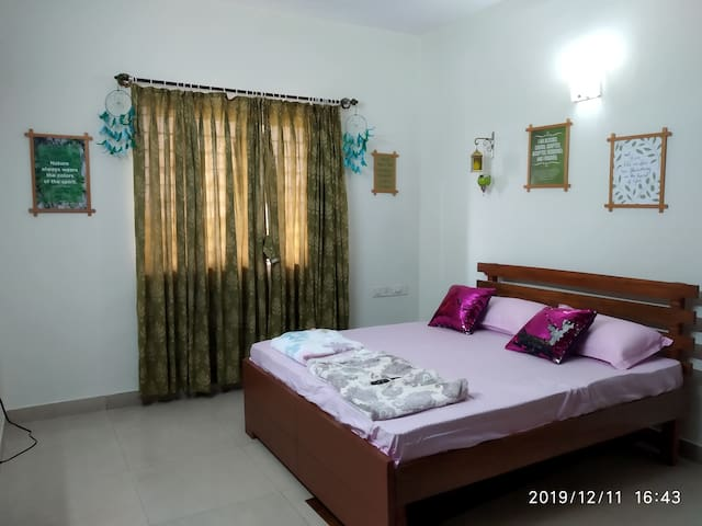 1 BHK with Kitchen for Families and Corporates