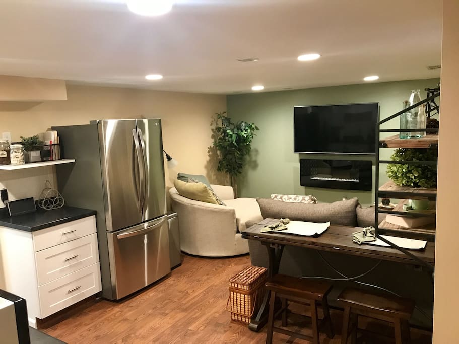 Beautiful 1 Bedroom Lower Level Apt W Hot Tub Houses