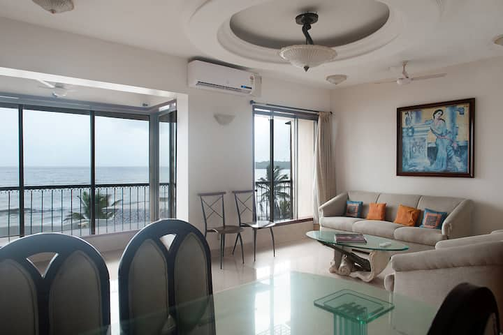 Mesmerising sea facing apartment-Andheri Versova