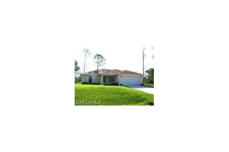 $400 / 1br - Vacation Rental Room For Rent - Lehigh Acres
