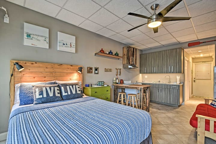 NEW! Indian Shores Studio w/ Pool, Walk to Beach!