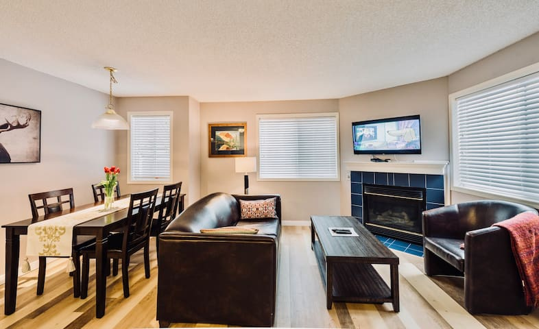 Newly Renovated 2 Bedroom condo with Hot tub