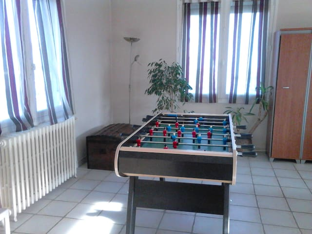 2 chambres dans un étage indépendant (maison) - Bressuire - House