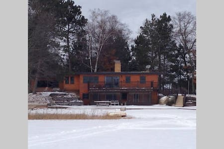 Snowmobile, ATV, Ice Fish Lakehouse - 丹伯里(Danbury)