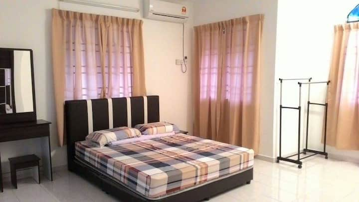 Spacious Room for 3-5pax - near UTAR