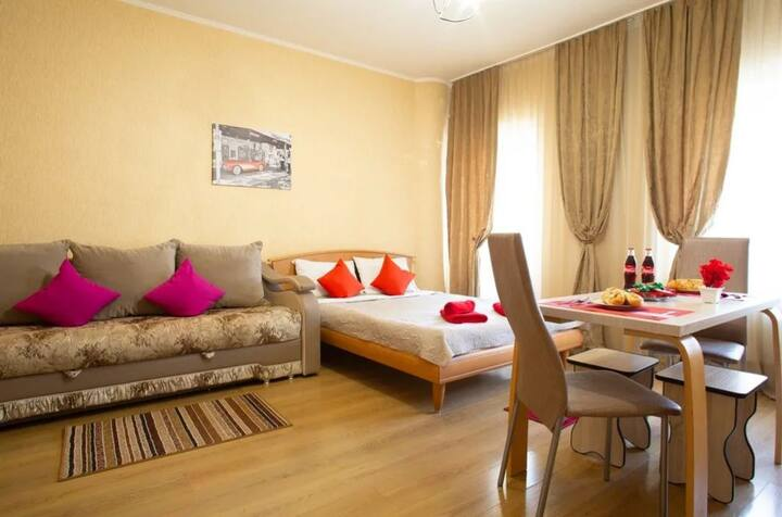 Уютная квартира в самом центре Тюмени (ВЛКСМ 15)