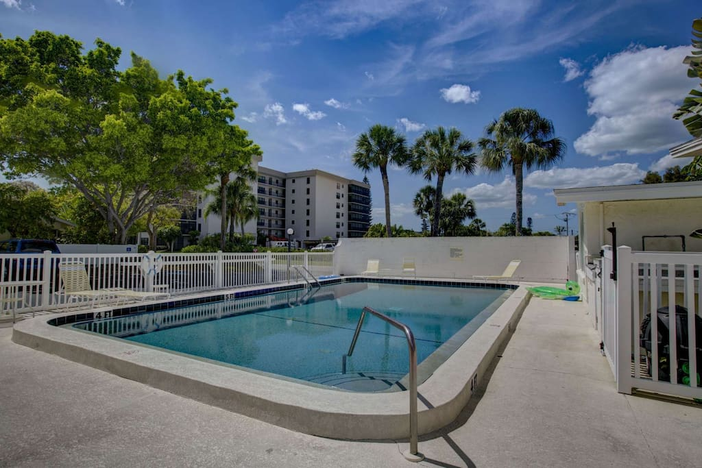 Walk To Lido Beach St Armand 39 S Circle Wifi Included In This Efficiency Condominiums For Rent