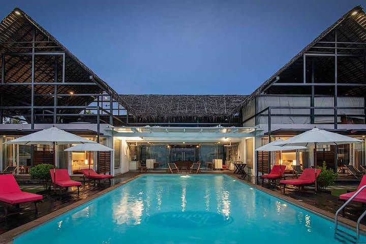 ⛱Lake Facing Room⛱ Pool, Spa & Boating w/Breakfast