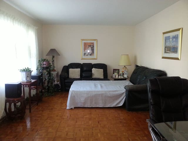 Large RM in Piscataway New Jersey near Rutgers/NYC
