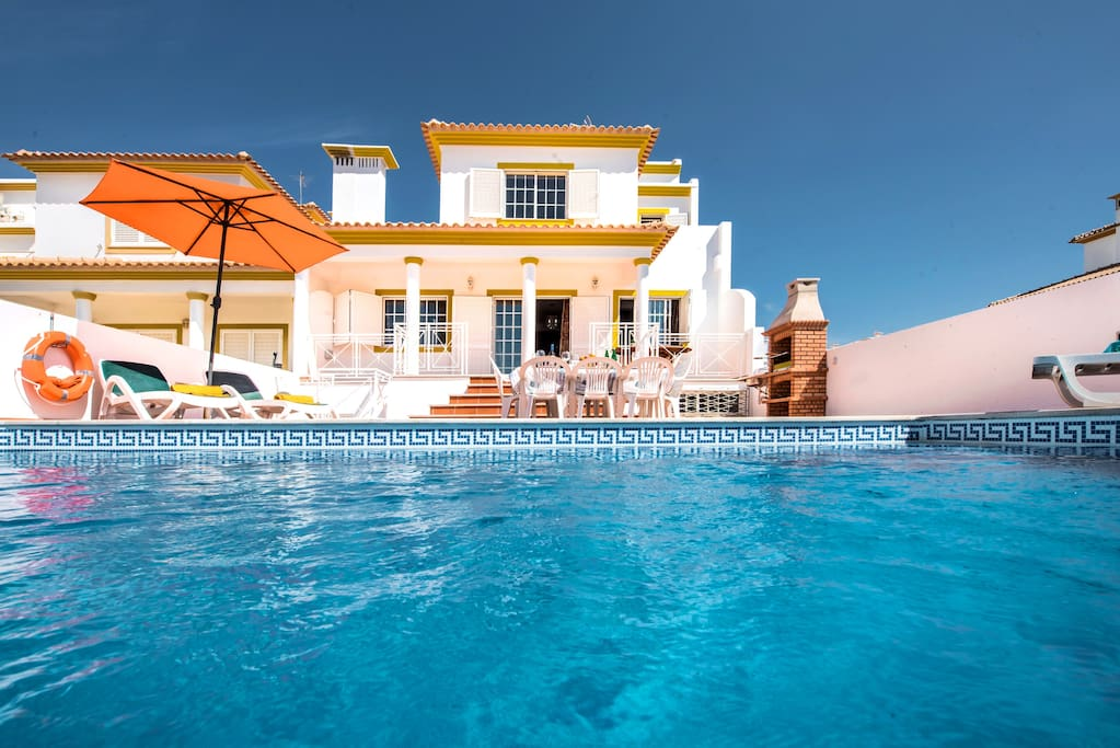 Villa Albufeira LS213 - 10 persons villa in the center of Albufeira with private pool, at 3.3 km from the STRIP, ideal for a group of friends, youngsters welcome!