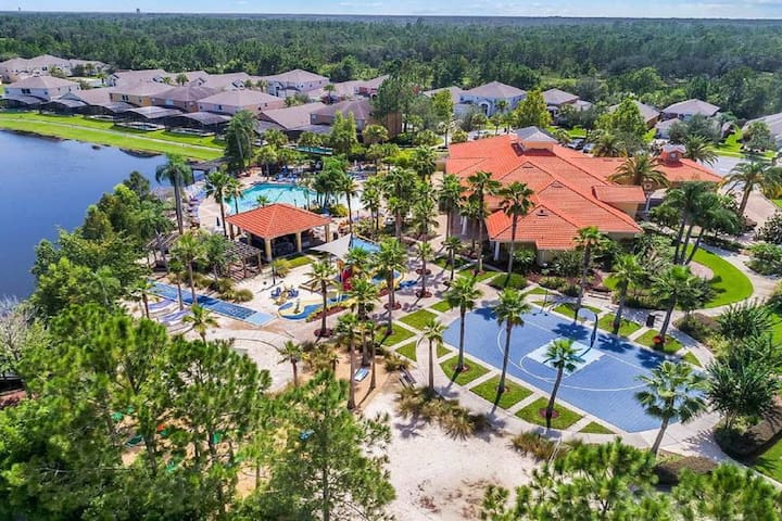 10 minutes to Disney 7 Bedrooms with private pool