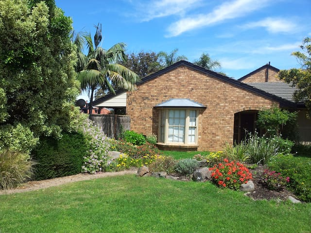 Fabulous home with pool 50m to beach at Glenelg - Glenelg South