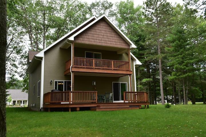 Beautiful and private lake house on Cedar Lake