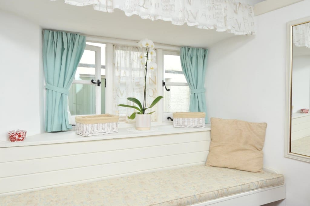 Bedroom - window seat