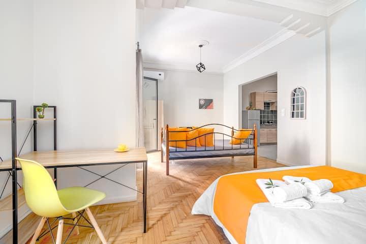 Διαμέρισμα με καναπέ και κουζίνα