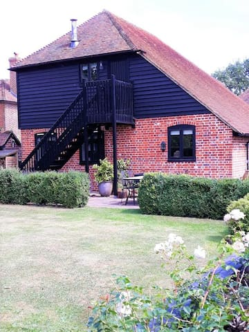 Charming Listed 18C granary, ideal rural retreat