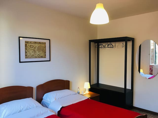 Twin economy · room  with shared bathrooms