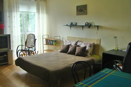 King size bed room in remarkable place - Varsovie - Appartement