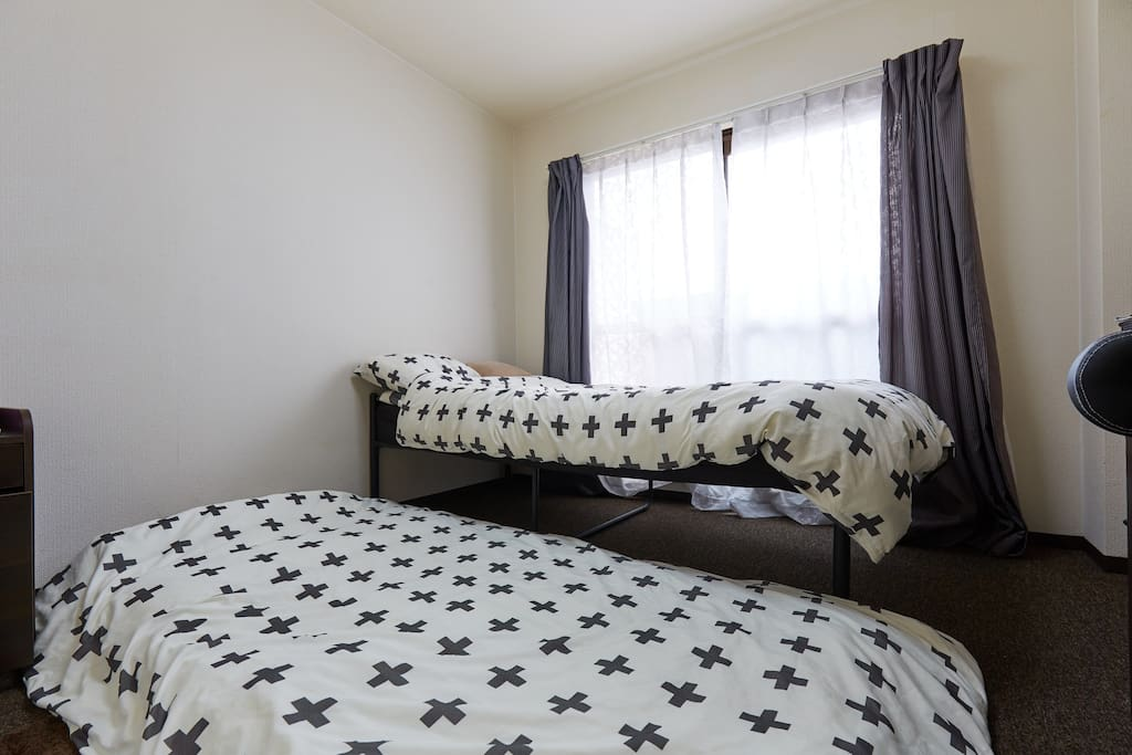 Single size bed and single size futon (bedding)