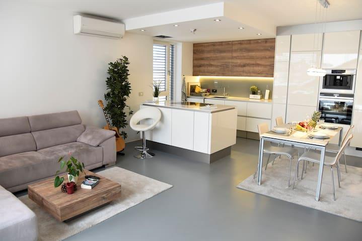 Villa Popp - Luxury Apartment + Terace + Parking